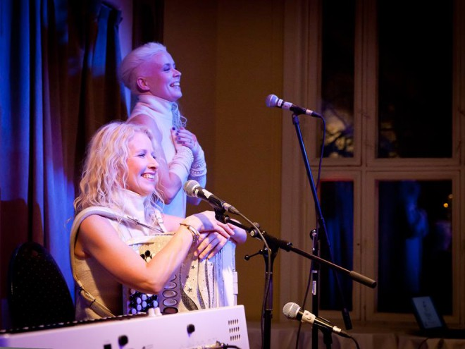 Oslossa keväällä 2010 Suomessa euroviisuissa edustaneet Kuunkuiskaajat olivat yksi illan tähtiesiintyjistä.