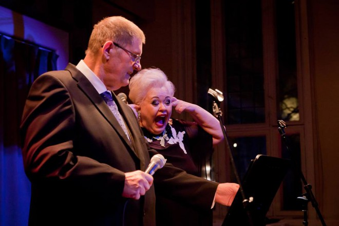 """Fredi ja Anneli Saaristo viihtyivät lavalla pidemmän setin ajan. Fredin versio viime kevään """"Rise like a phoenix"""" -voittokappaleesta hullaannutti yleisön."""