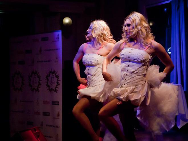 Jukka Kuronen ja Miss Divet toivat lavalle lukuisia suomalaisia euroviisuedustajia draqshow'ssaan. Krista Sigfrieds pääsi lavalle kahtena versiona.