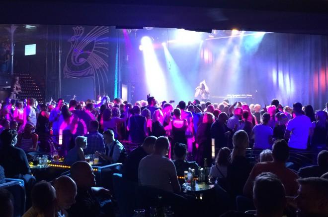 Viisuisa ohjelma veti M/S Baltic Queenin lavanedustan / tanssilattian täyteen. DJ Ohrmeisterin ja DJ Wernerin siivittämänä tanssi jatkui aamukuuteen asti.